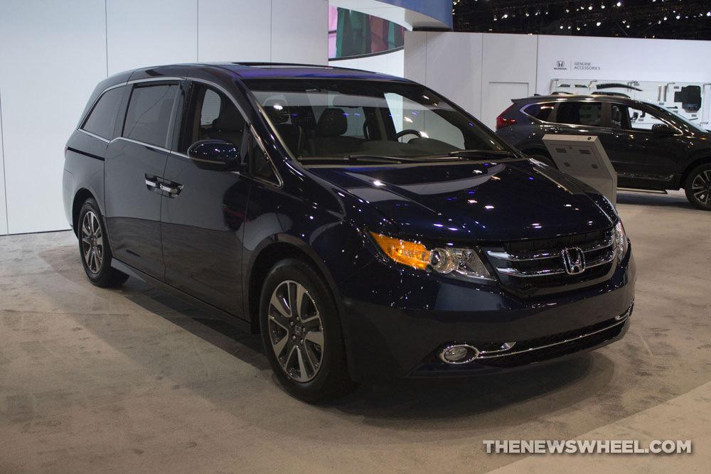 Chrysler Pacifica Van >> 2017 Honda Odyssey Overview - The News Wheel