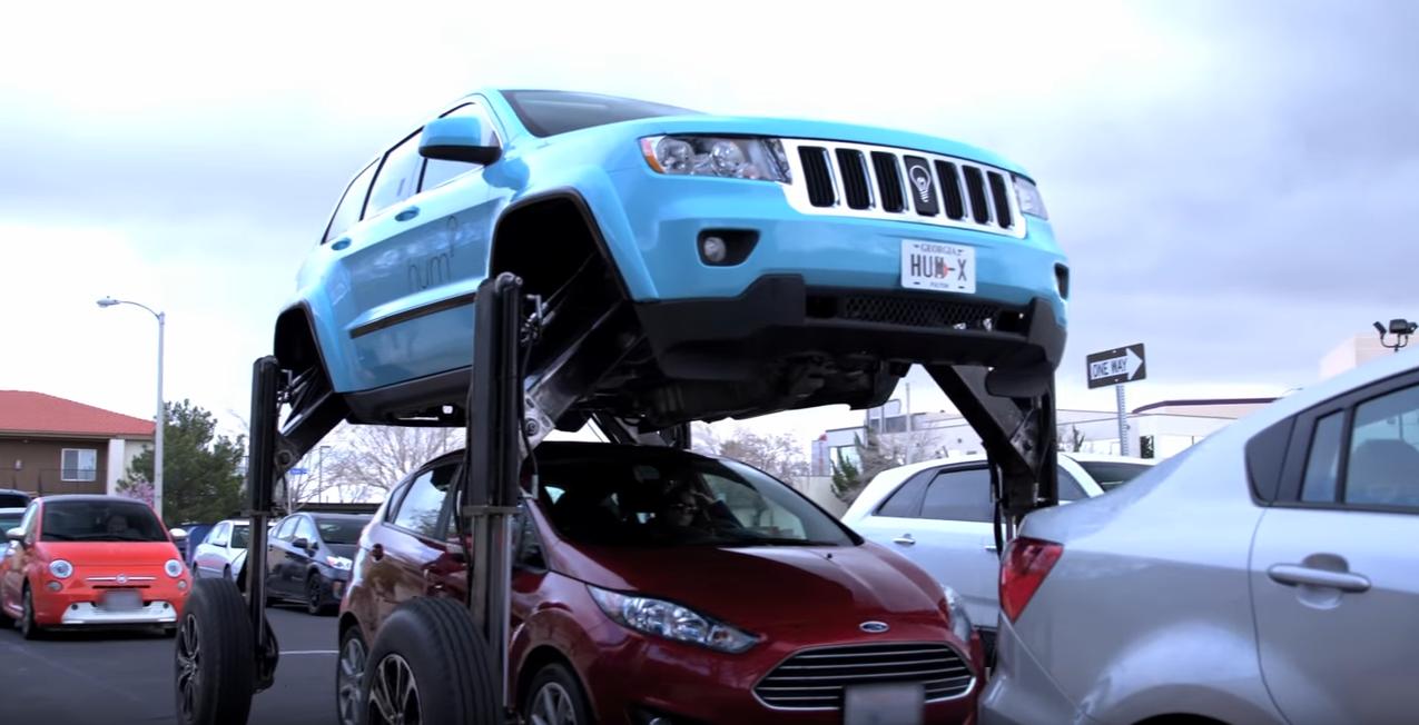 Hydraulic-Powered Hum Rider Jeep Grand Cherokee Travels Over Traffic