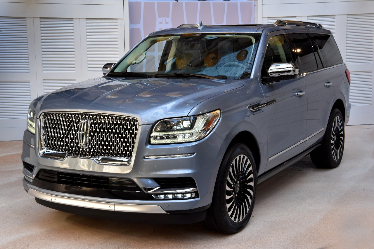 [Photos] 2018 Lincoln Navigator: More Luxury, More Tech ...