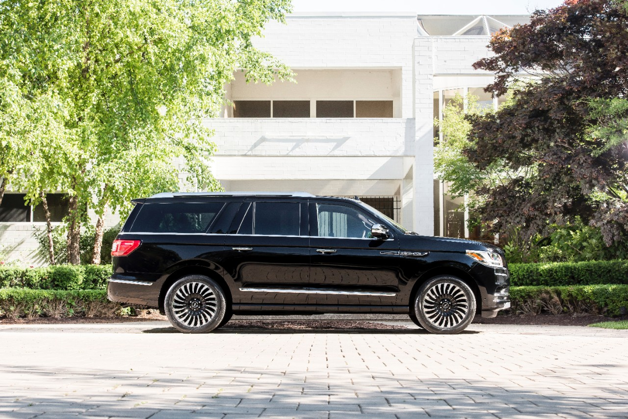 lincoln reveals 2018 navigator l provides closer look at black label destination theme the. Black Bedroom Furniture Sets. Home Design Ideas