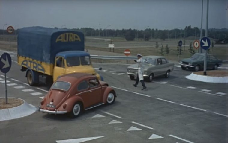 Trafic Jacques Tati French comedy International Foreign Films About Cars Racing movie