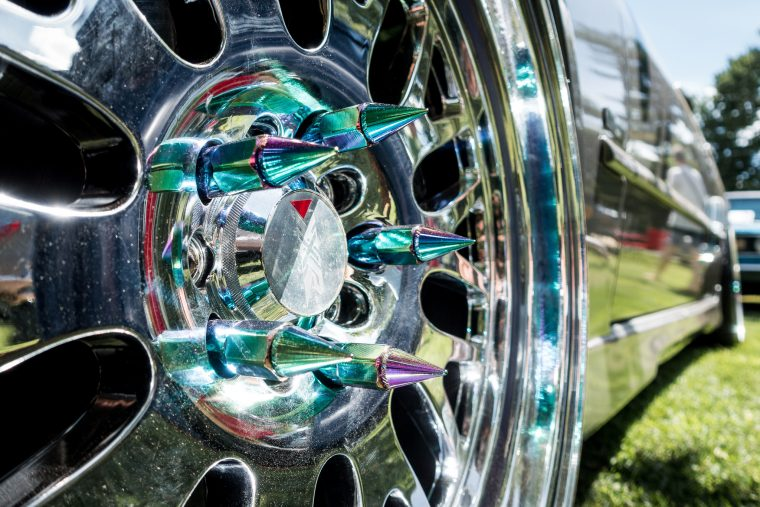 lug nut hubcap spikes