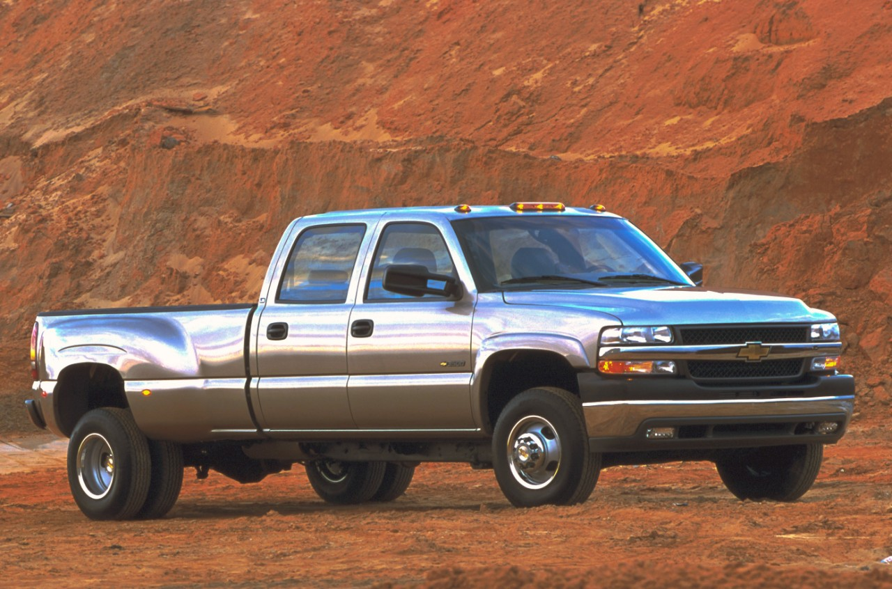 2001 Chevrolet Silverado HD one-ton pickup with Duramax 6.6L tur ...