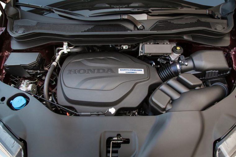 2018 Honda Ridgeline compact pickup truck overview details V6 engine capability
