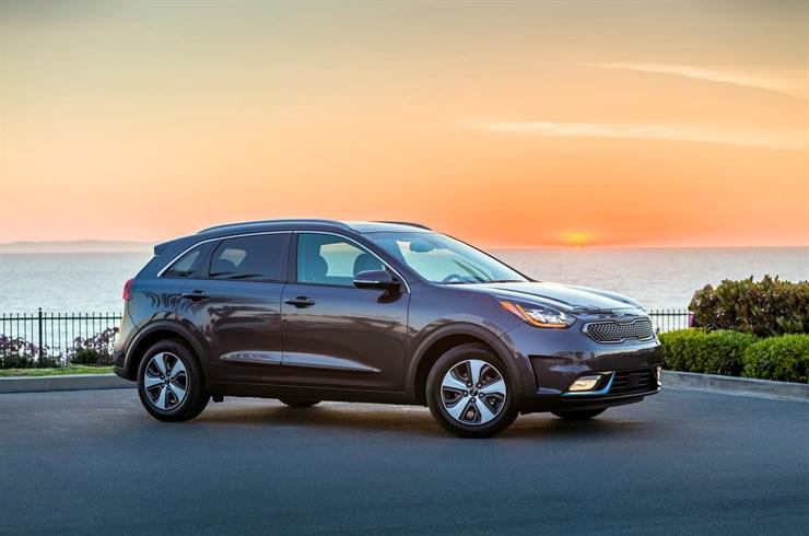 Green Car Journal Names Kia Niro The 2018 Green Suv Of The Year