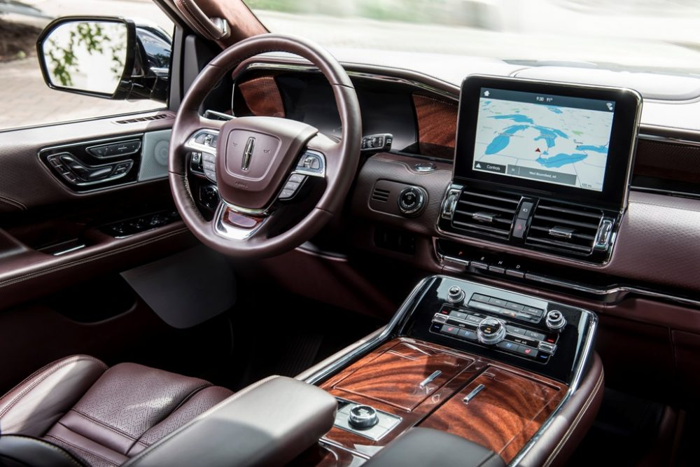 2018 Lincoln Navigator Model Overview family luxury SUV specs features details dashboard tech features