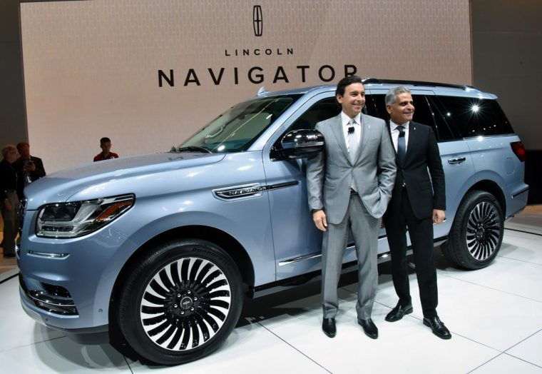 2018 Lincoln Navigator Model Overview family luxury SUV specs features details debut changes