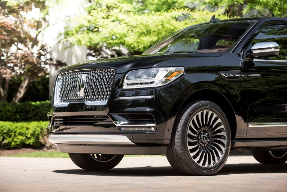 2018 Lincoln Navigator Model Overview family luxury SUV specs features details size measurements