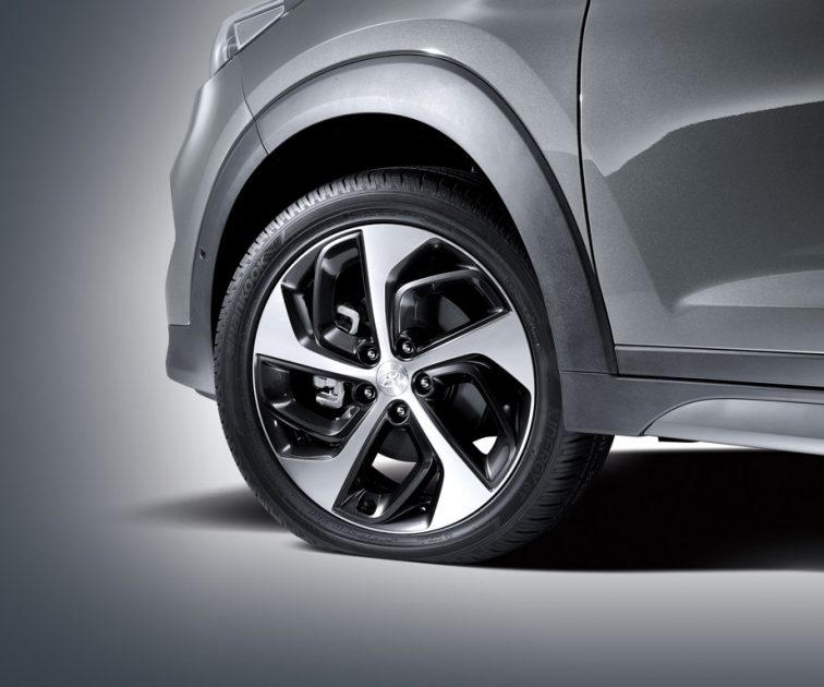 2018 Hyundai Tucson crossover SUV model overview vehicle specs information engine exterior tire wheel