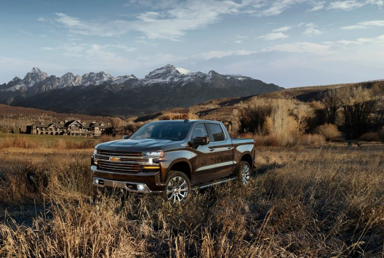 The all-new 2019 Silverado High Country features an exclusive front grille design with two-tone chrome and bronze finish and body-color accents, plus chrome assist steps from wheel to wheel. It also includes the power up/down tailgate as standard equipment.