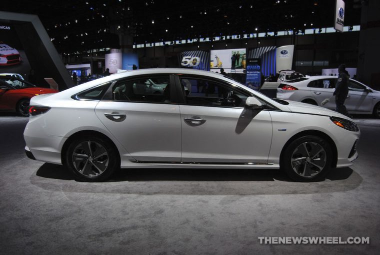 2018 Hyundai Sonata plug-in electric hybrid sedan white Chicago Auto Show picture (2)