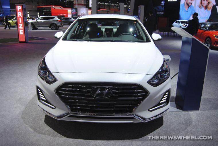 2018 Hyundai Sonata plug-in electric hybrid sedan white Chicago Auto Show picture (3)