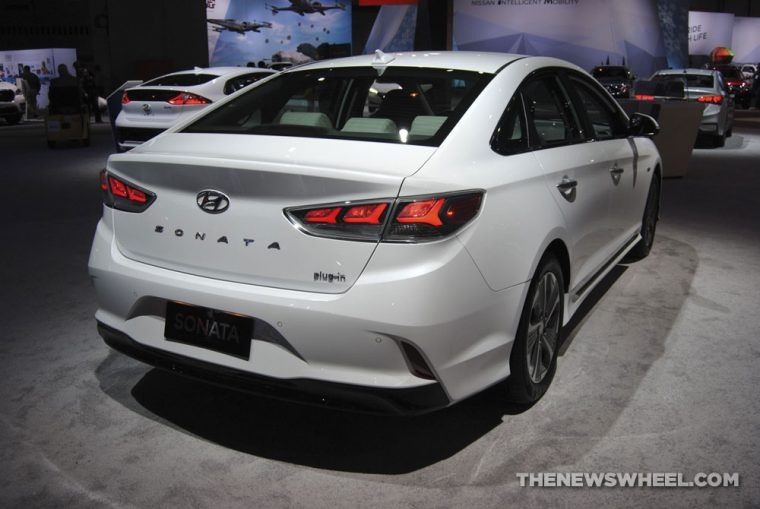 2018 Hyundai Sonata plug-in electric hybrid sedan white Chicago Auto Show picture (4)
