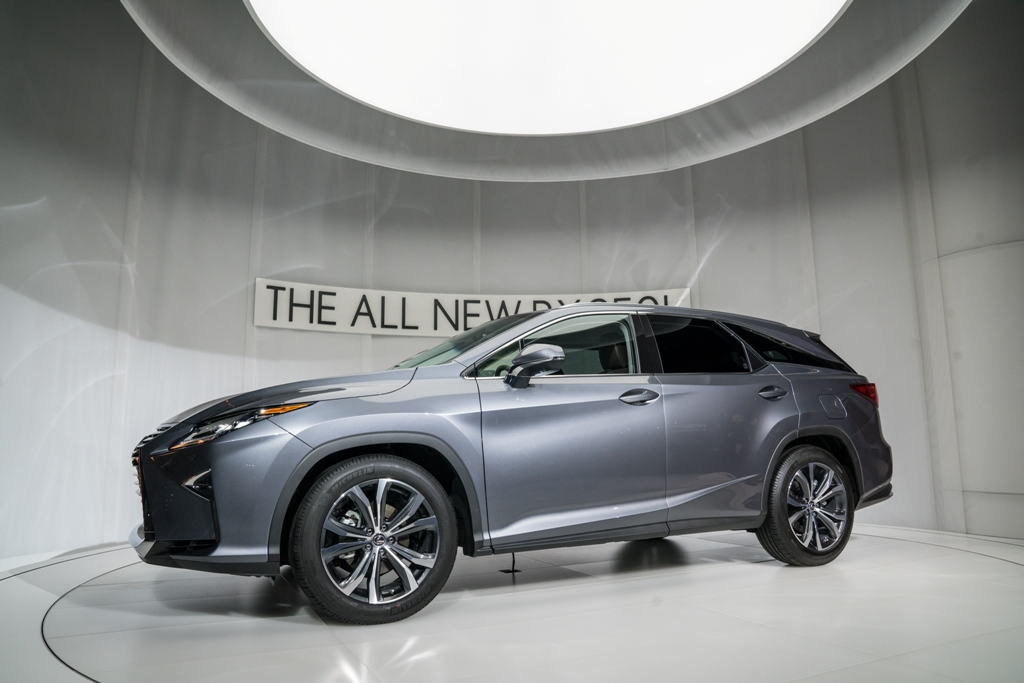 Suv With Third Row >> 2018 Lexus RX Overview - The News Wheel