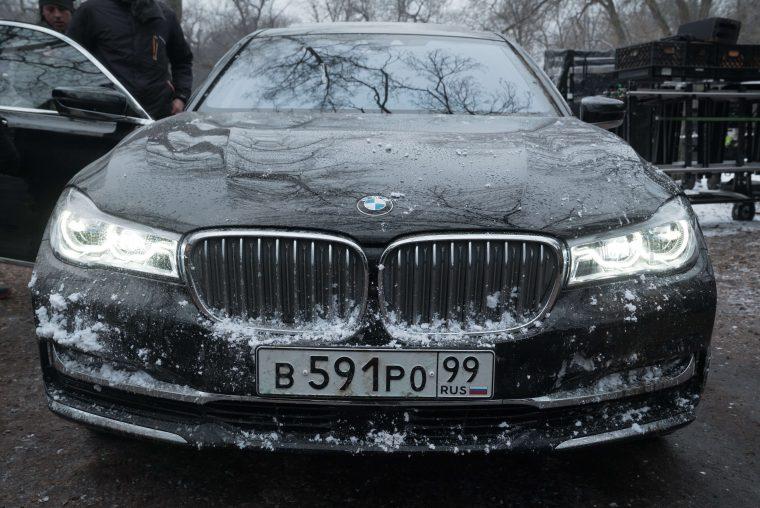 BMW 7 Series in Red Sparrow movie Jennifer Lawrence spy film black car (3)