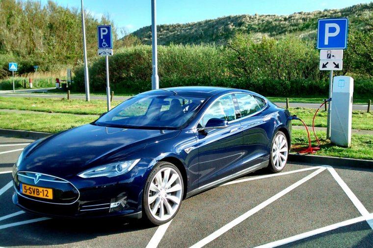 Tesla Model S blue ravenclaw
