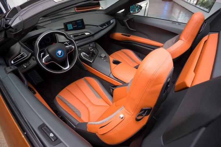 2019-bmw-i8-interior-02