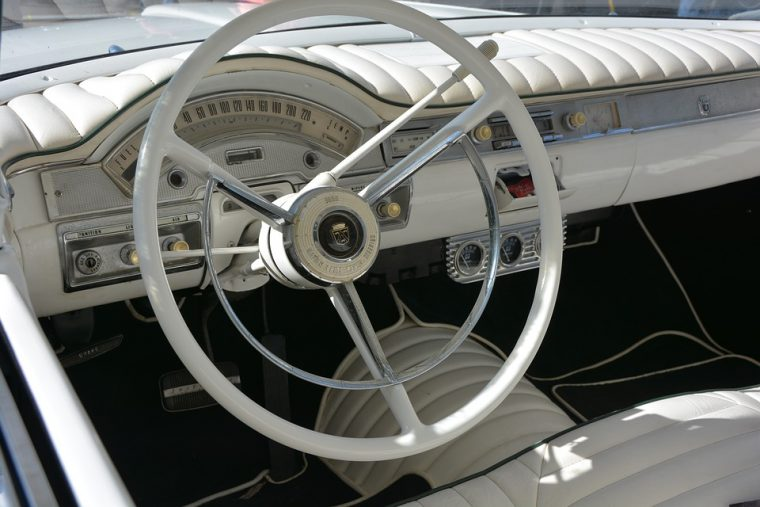 steering-wheel-classic-car