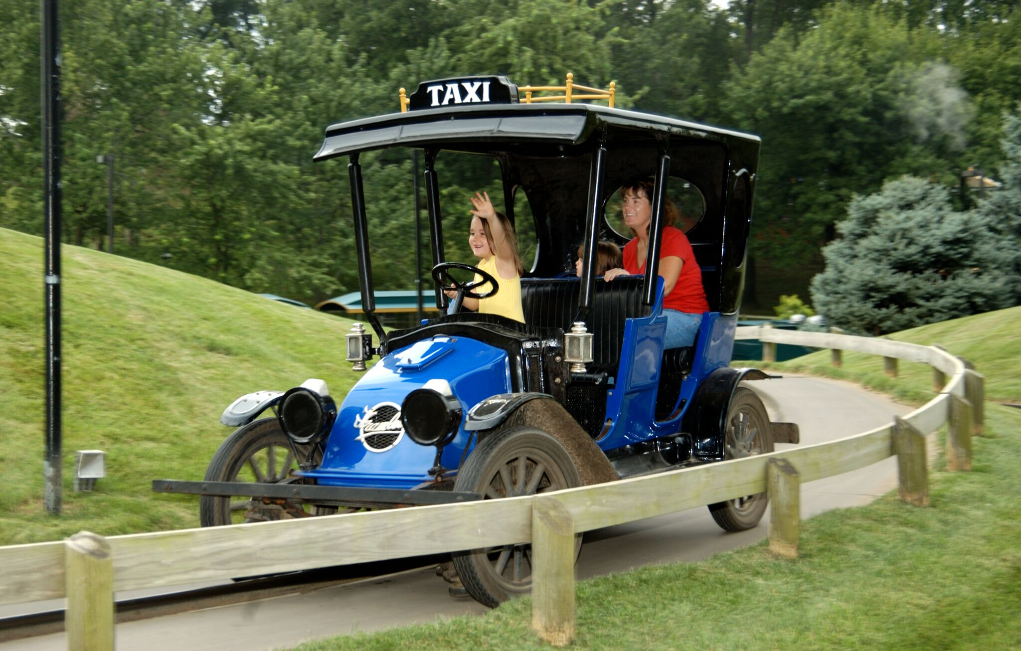 The Kings Island Antique Car Ride Will Return in 2019
