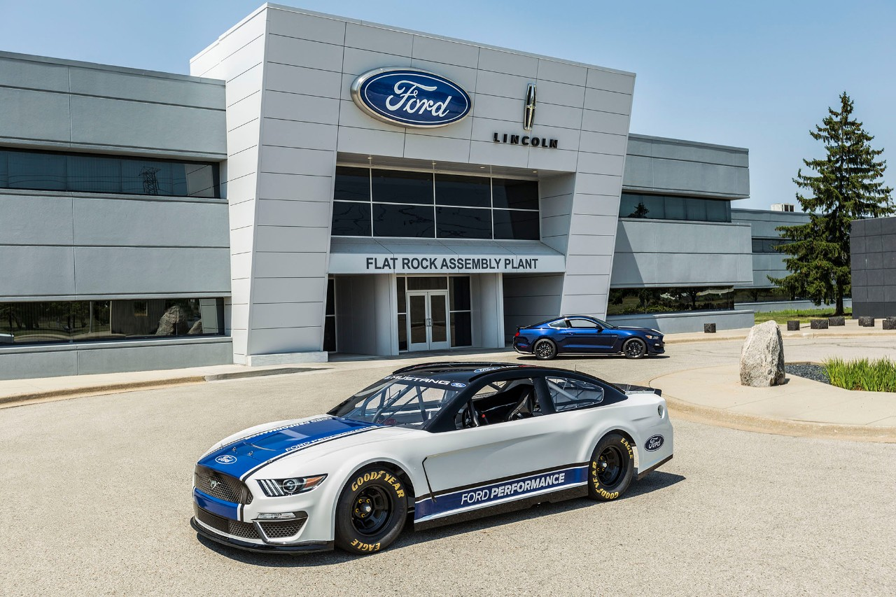 Ford mustang nascar cup race car revealed ahead of daytona 500 debut the news wheel