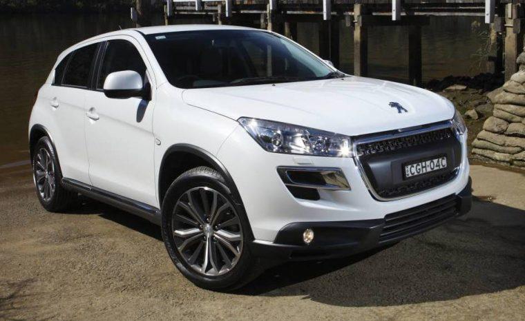 White Peugeot 4008