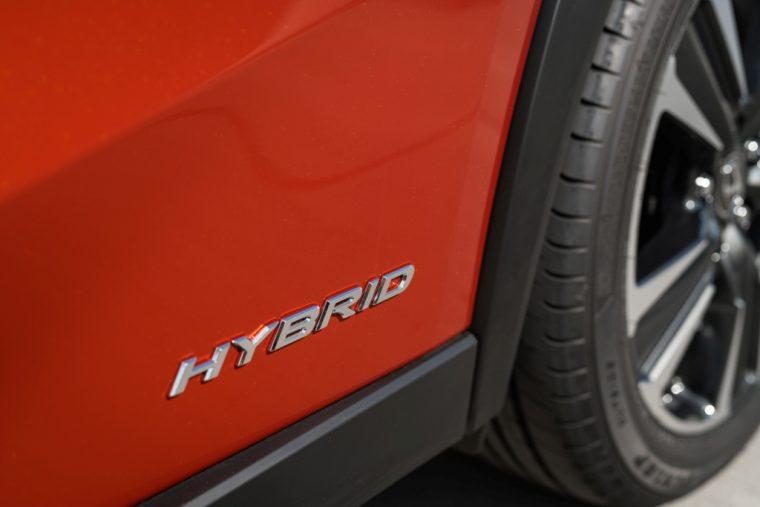 Lexus UX 250h Cadmium Orange 001