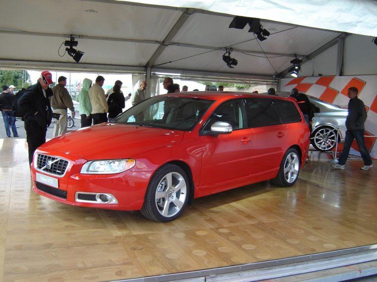 Volvo V70 R Sport red
