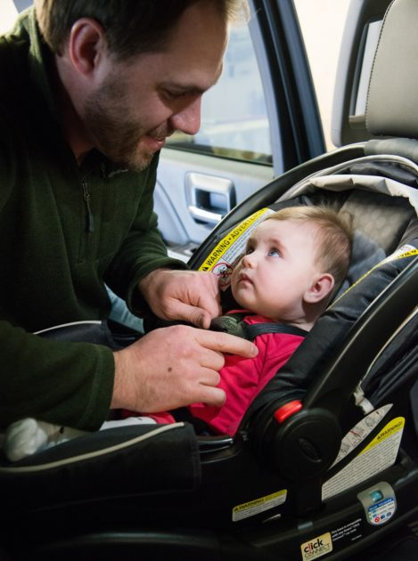A winter coat endangers your child. car seats