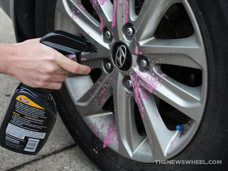 wash car wheels scrub clean tires tips proper way spray buy