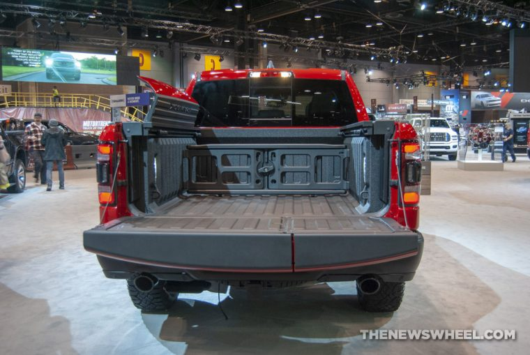 Drop Down Hitch >> 2019 Ram 1500 Gets Multifunction Tailgate - The News Wheel