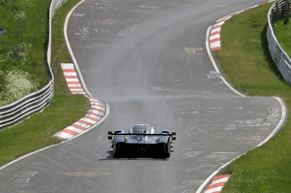 Volkswagen ID.R Sets New Electric Record On The Nurburgring - 02