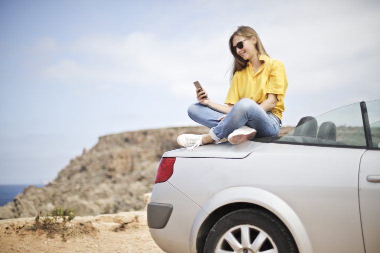 Teenager distracted driving cell phone