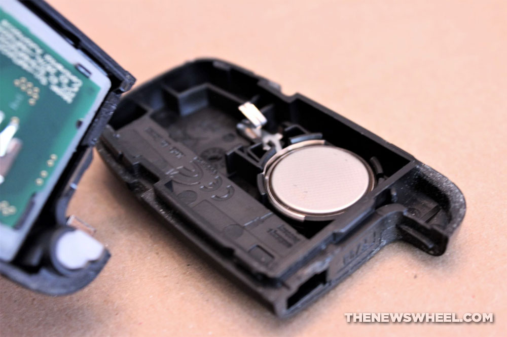 How To Replace the Battery in Your Car's Key Fob - The News