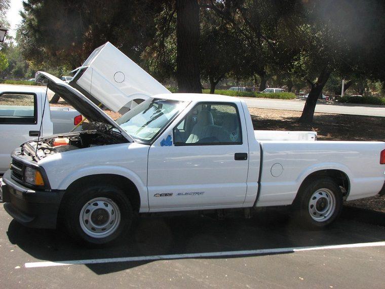 Chevrolet S10 EV pickup