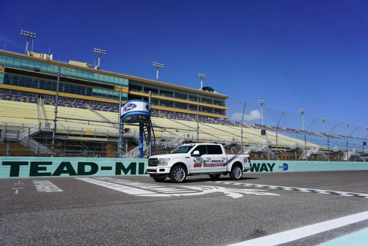2019 Ford F-150 NASCAR Gander Outdoors Truck Series Ford EcoBoost 200 pace car