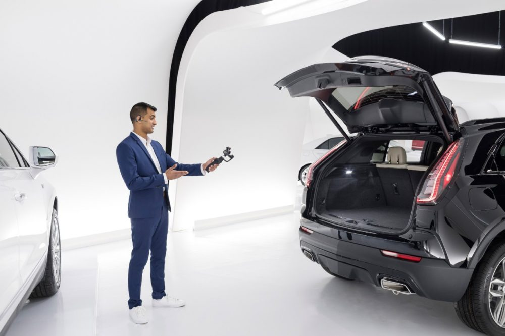Cadillac Live agent in virtual showroom