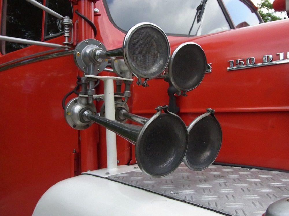 An old-timey truck horn