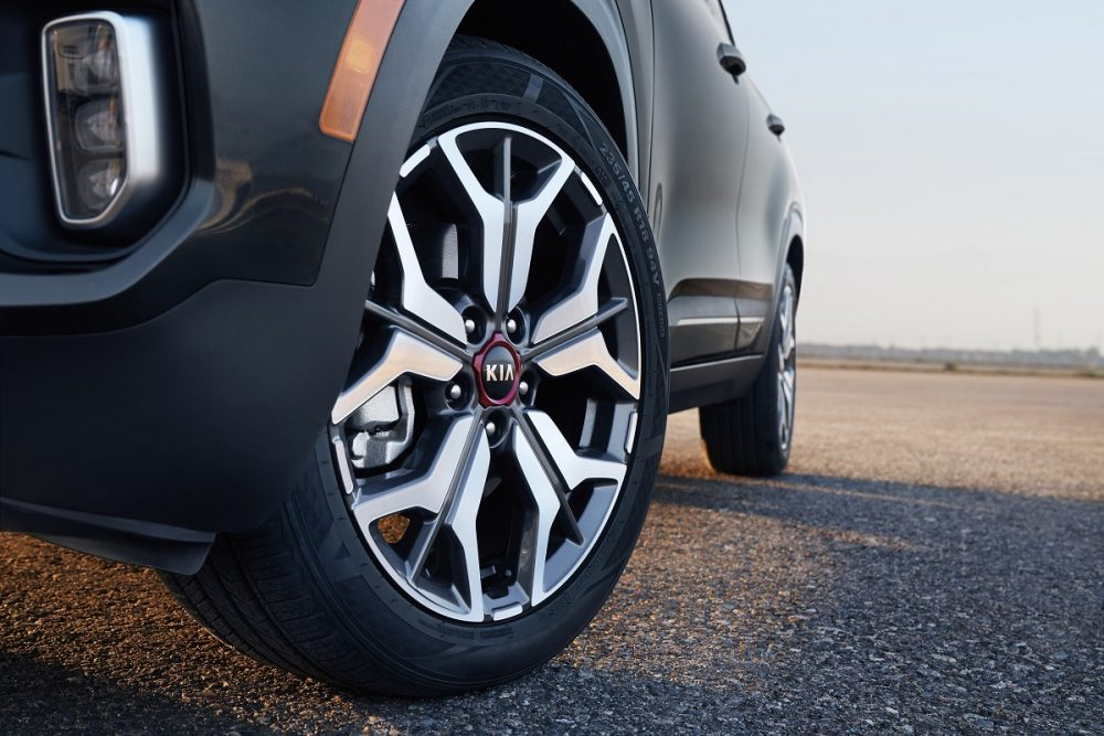 2021 Kia Seltos tire wheel rim
