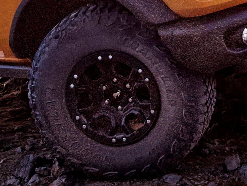 2021 Ford Bronco Black Diamond two-door Goodyear Wrangler Territory M/T
