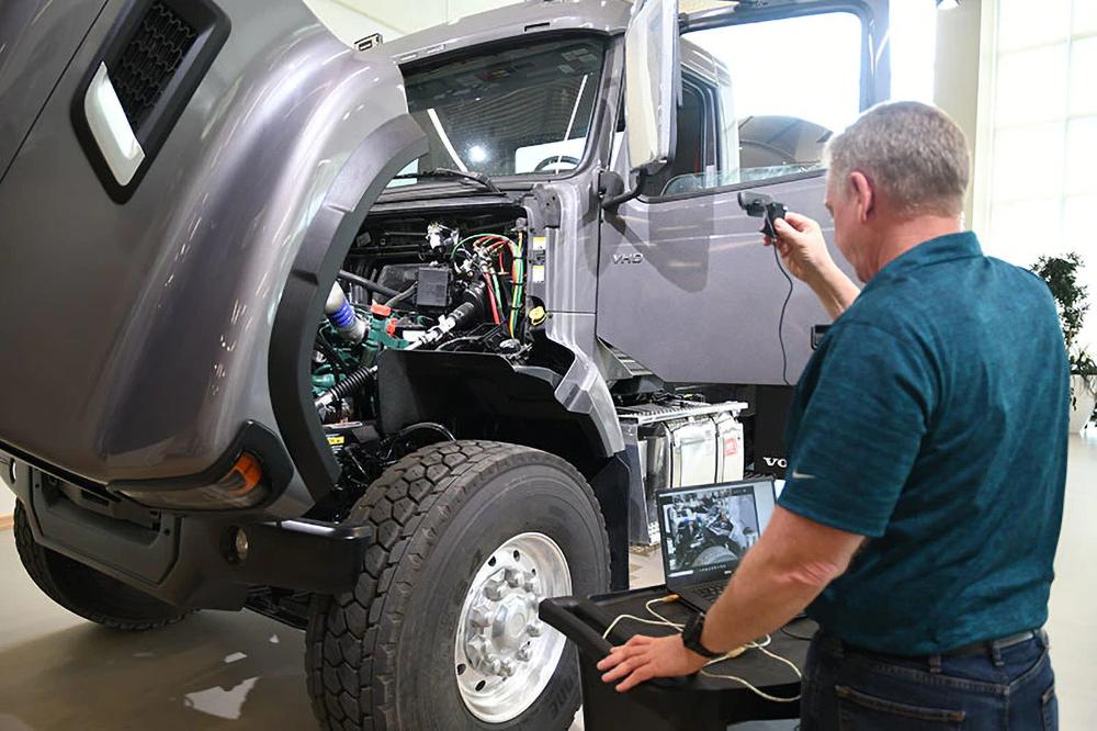Volvo Trucks Virtual Walk-Around of VHD Truck