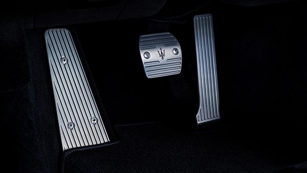 2021 Maserati MC20 pedals
