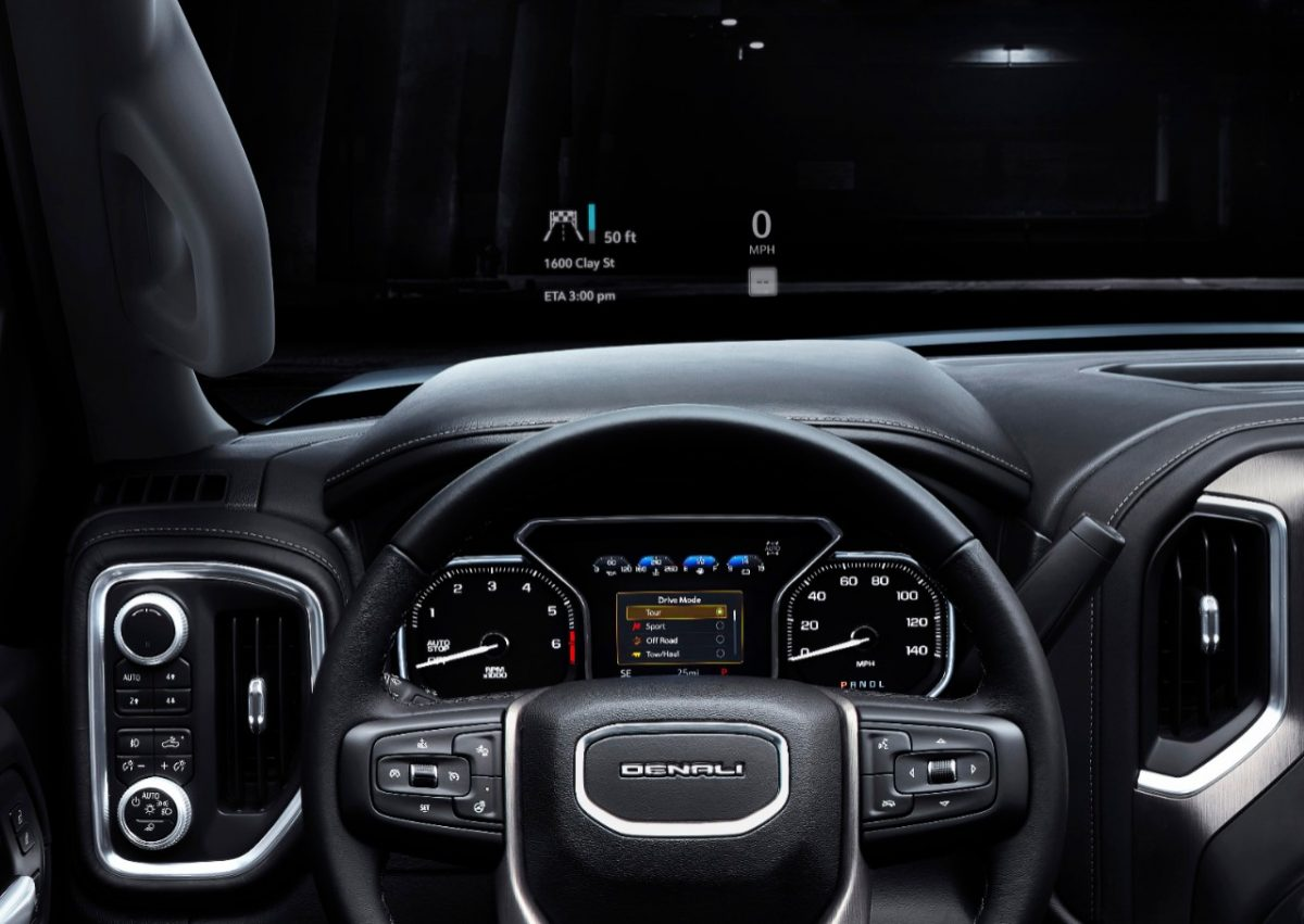 The head-up display in the 2019 GMC Sierra Denali.