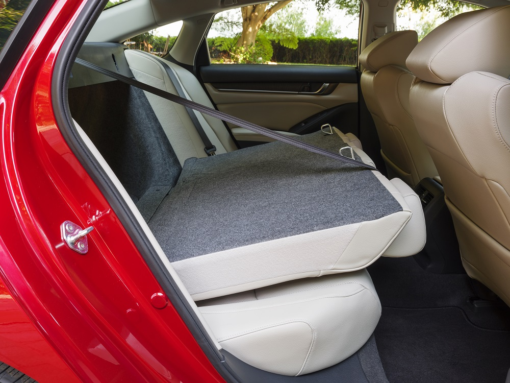2021 Honda Accord Hybrid split folding seats
