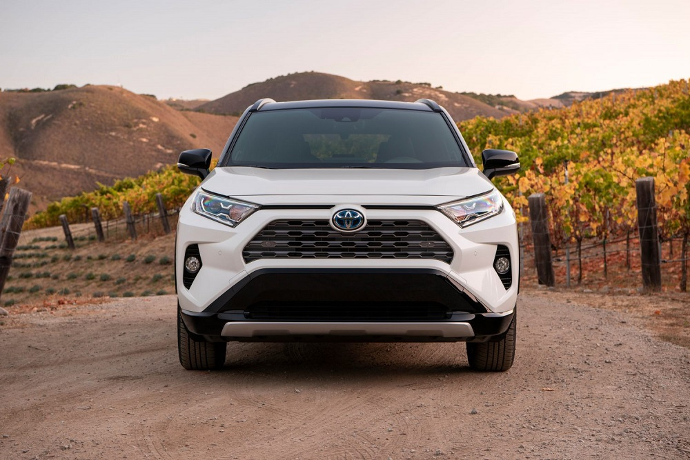 2021 Toyota RAV4 XSE Blizzard Pearl front end