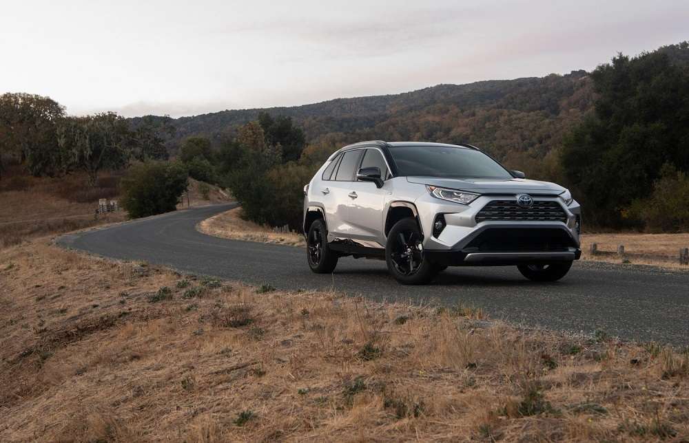 2021 Toyota RAV4 XSE Silver Sky Metallic front quarter