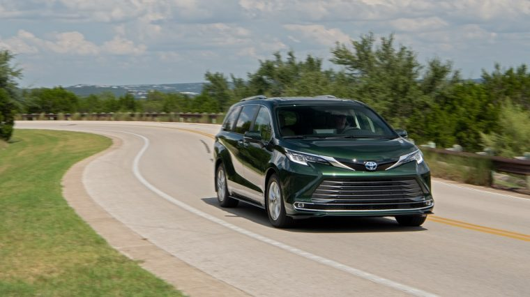2021 Toyota Sienna Limited AWD in Cypress Green 01