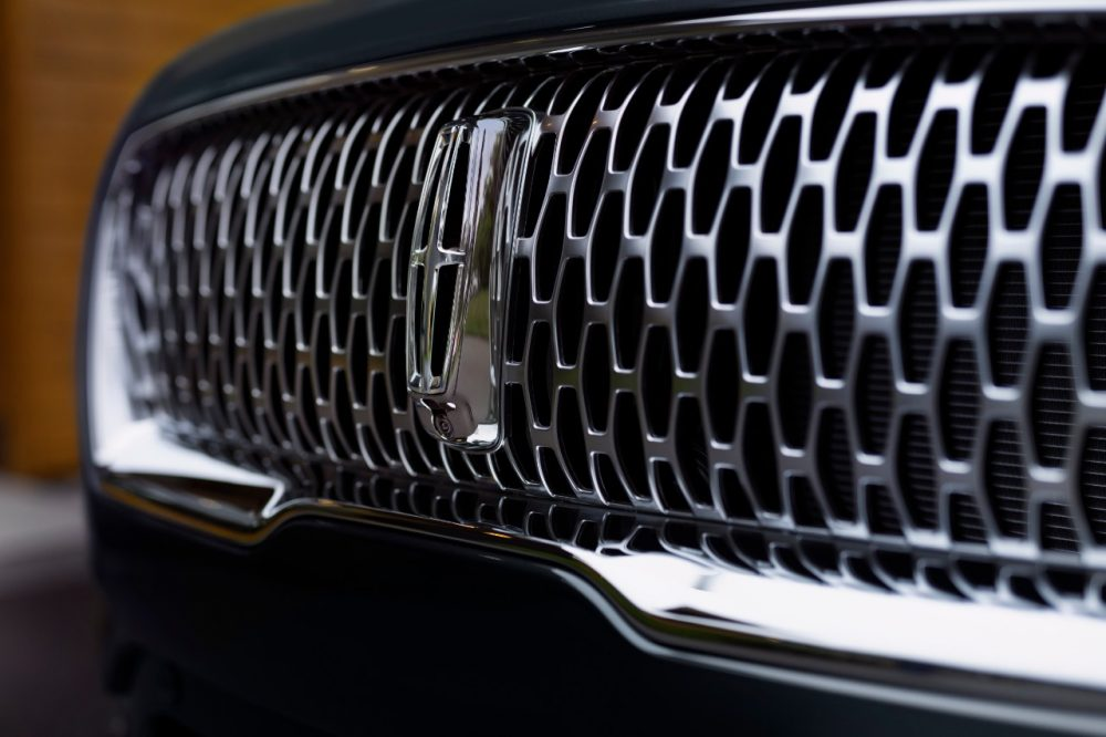 2021 Lincoln Nautilus in Flight Blue: close-up of grille and badge