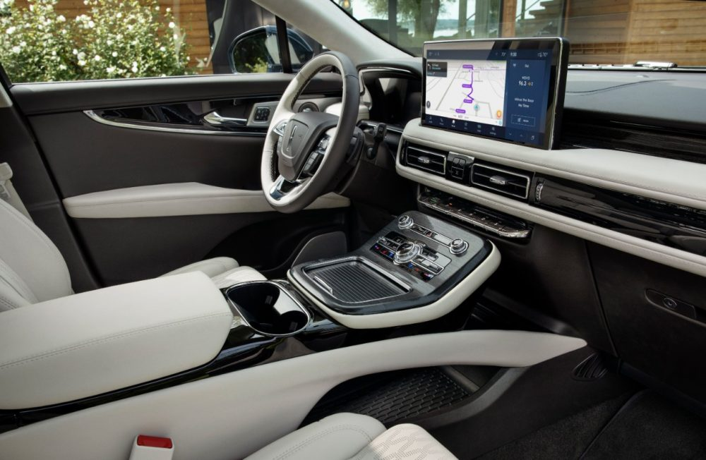 2021 Lincoln Nautilus in Flight Blue SYNC 4 interior shot