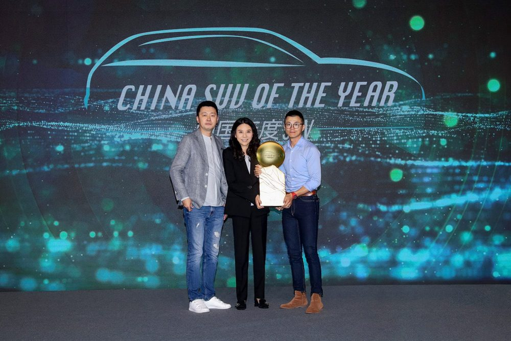 Mao Jingbo, President of Lincoln China, attended the CCOY ceremony to accept the 2021 China SUV of the Year award for the Lincoln Aviator