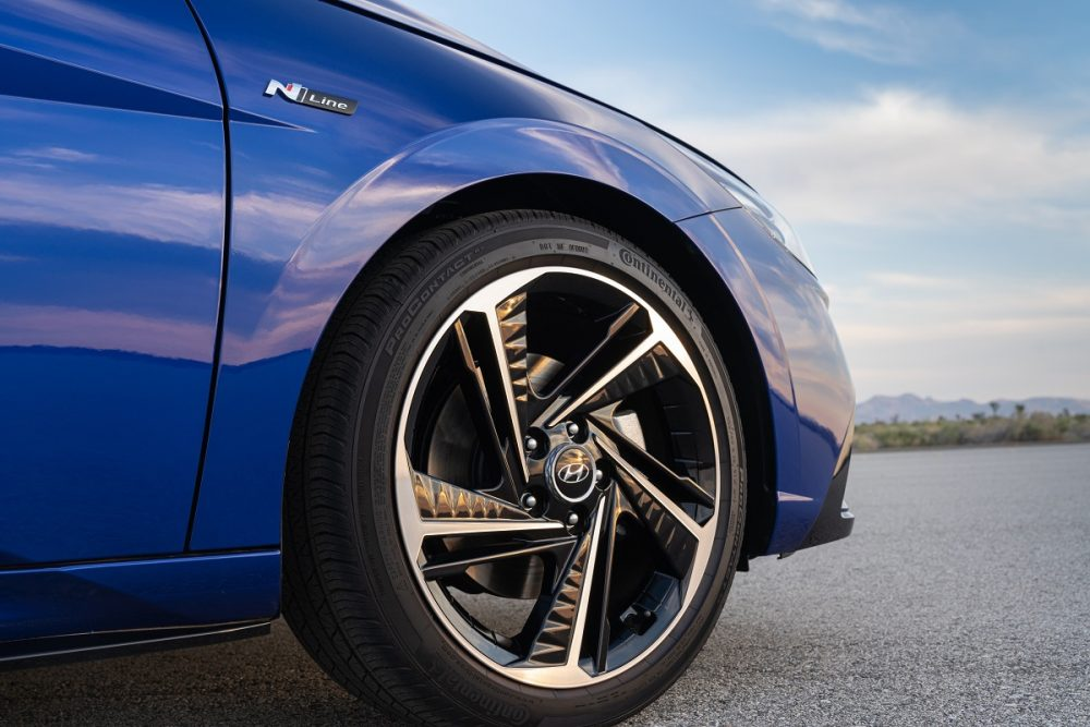 2021 Hyundai Elantra N Line wheel close-up